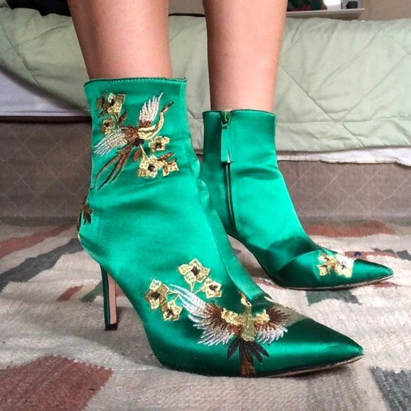 Zara Emerald Green Satin Embroidered Boots 😍